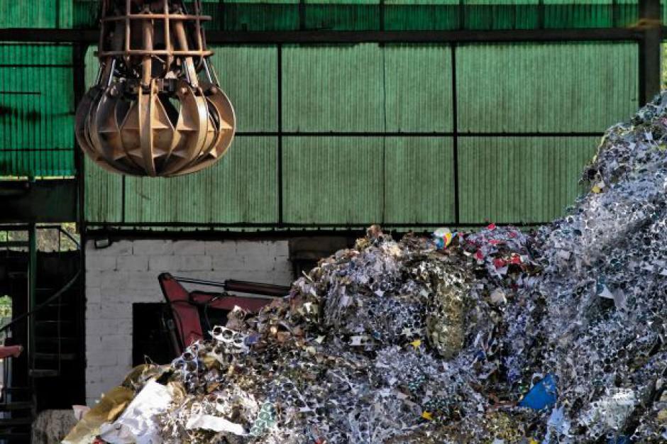 KIO ponownie rozpatrzy odwołania od stołecznego przetargu na śmieci