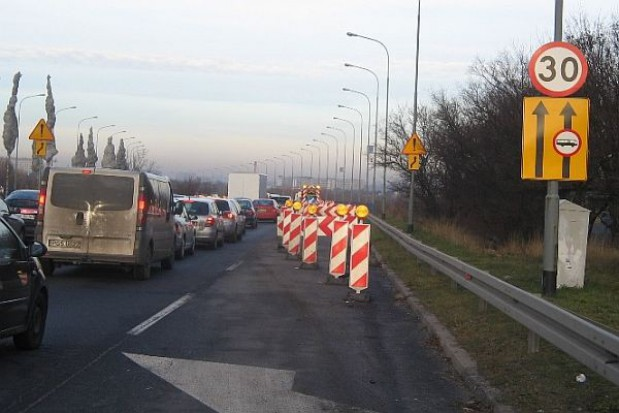 Fragment estakady w Poznaniu zamknięty z powodu złego stanu technicznego