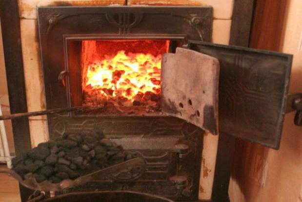 Mieszkańcy Katowic  nie chcą zakazu palenia węglem