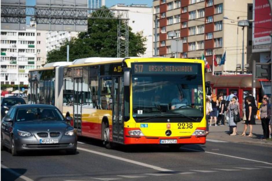 Kto kupuje nowe autobusy i tramwaje, a kto jeździ starymi? Zobacz raport