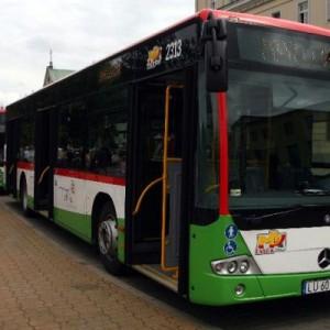 """Lublin   80 nowych autobusów zakupiono do połowy 2013 roku. W sumie kosztowały 86,5 mln zł. Spółka Autosan dostarczyła 53 jednoczłonowe Sancity M12LF, zabierające do 100 pasażerów, a firma Evobus - 27 przegubowych Mercedesów Citaro 0530G, które mogą wozić ponad 150 osób. To część wdrażanego w Lublinie projektu """"Zintegrowany system transportu miejskiego"""". Przewiduje on także m.in. kupno 70 nowych trolejbusów, budowę blisko 30 km trakcji, połączono z przebudową niektórych ulic i placów, oraz powstanie nowej zajezdni. Cały projekt wart jest około 520 mln zł; ponad połowa ma być sfinansowana z unijnego programu """"Rozwój Polski Wschodniej""""."""