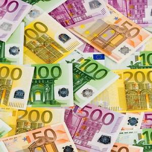 Według wyliczeń Izby Gospodarczej Komnikacji Miejskiej wartość inwestycji w komunikację miejską w Polsce, współfinansowanych z dotacji UE na lata 2007-2013, to aż 19 mld zł.  Unijne dofinansowanie wynosiło w tych projektach średnio 61 proc. tzw. kosztów kwalifikowalnych. Wiekszość środków poszła przede wszystkim na zakup nowoczesnego taboru, głównie autobusów.  W naszym raporcie zobaczysz jakie pojazdy kupiły w ostatnich latach największe polskie miasta (wszystkie wojewódzkie i kilka dużych na prawach powiatów).