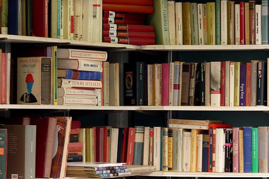 Spór o lektury - lepsza klasyka czy nowości?