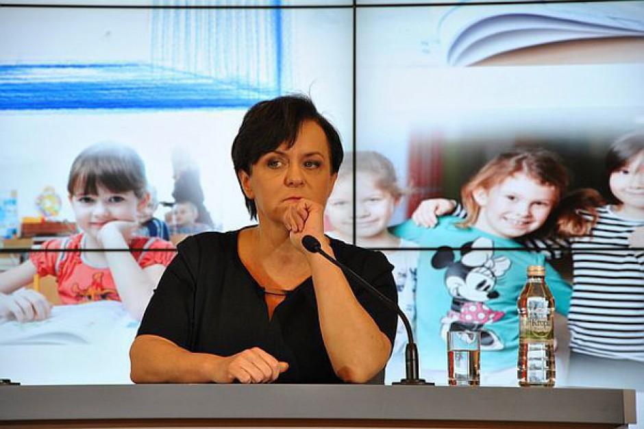 Kluzik-Rostkowska: podręczniki są drogie, powinny być wieloletnie