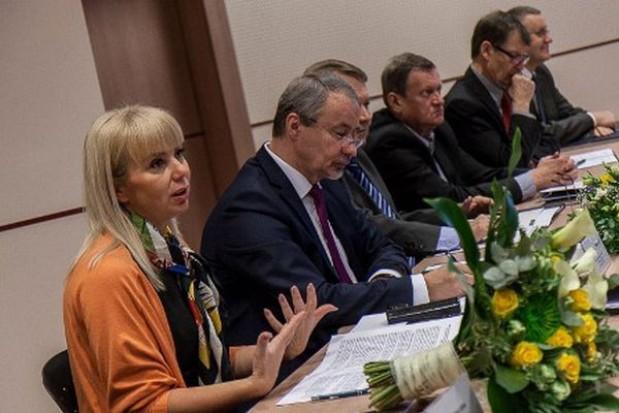 Bieńkowska mówi o konkurowaniu regionów