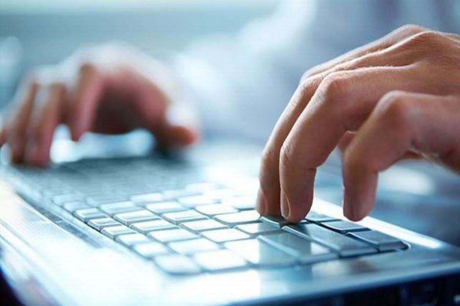 W szkołach przybywa elektroniczych dzienników lekcyjnych i laptopów