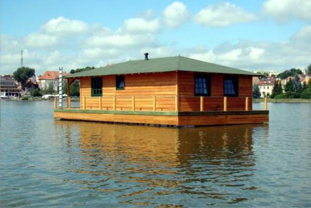 Pływające domy opanowują Mazury