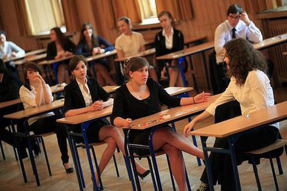 Uczniowie piszą egzamin gimnazjalny