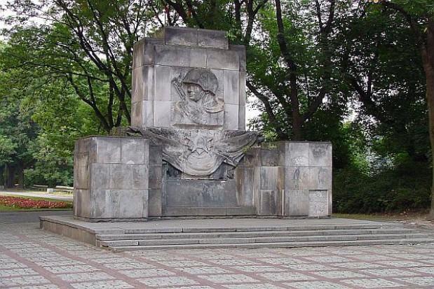 Sowieckie pomniki już nie znikają
