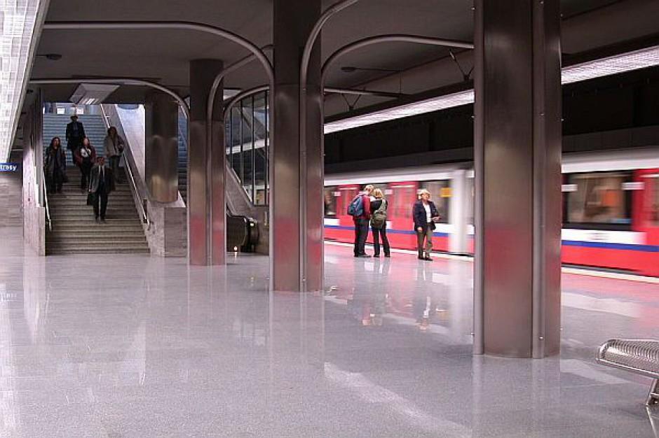 Trzy stacje metra w Warszawie zamknięte