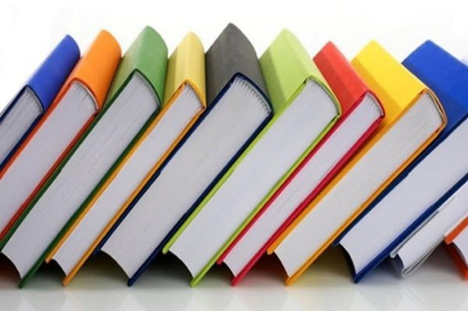 Dyrektorzy szkół nie muszą ogłaszać listy podręczników do 15 czerwca
