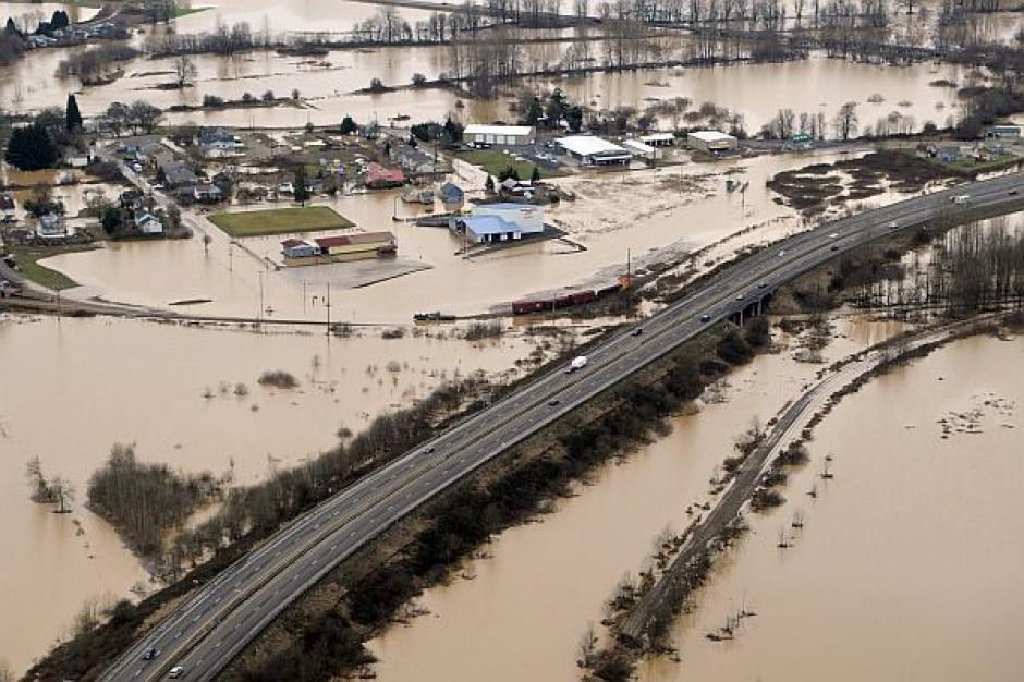 MAC ostrzega przed powodziami. Wojewodowie w pogotowiu