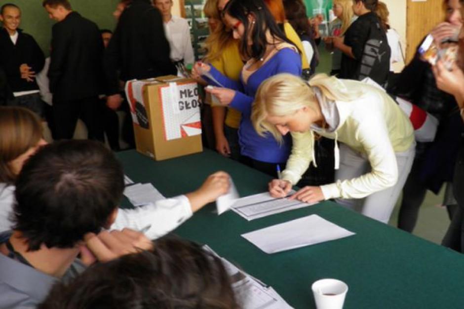 """""""Młodzi głosują"""" - w 1252 szkołach prawybory europejskie"""