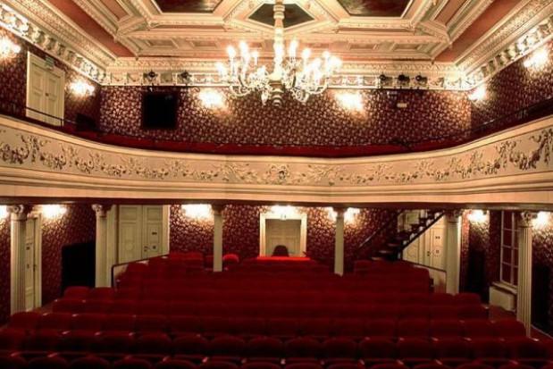 W Krakowie seniorzy bezpłatnie do teatru