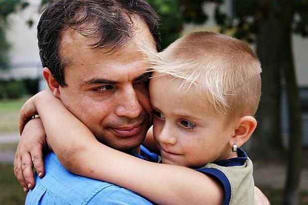 Samotni ojcowie dostaną urlop i zasiłek