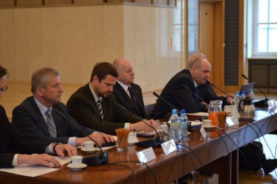 Trzaskowski: samorządy zaoszczędzą 1 mld zł rocznie