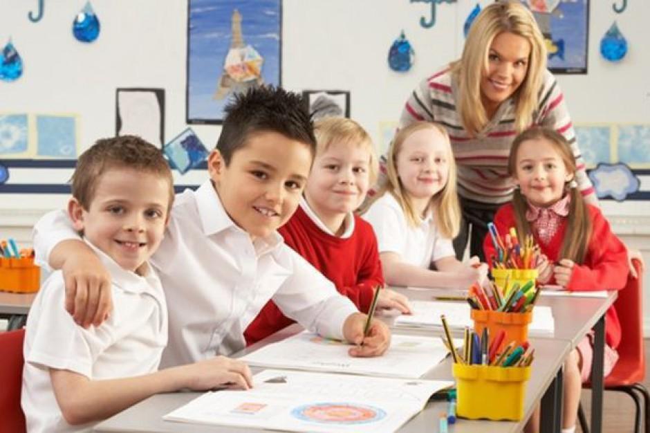Samorządy nie mają pieniędzy na asystentów nauczycieli