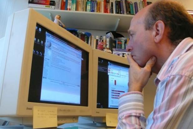 Urzędnicy organizujący przetargi stronią od internetu