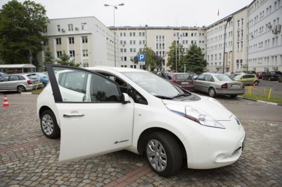 Urząd myśli o samochodach na prąd