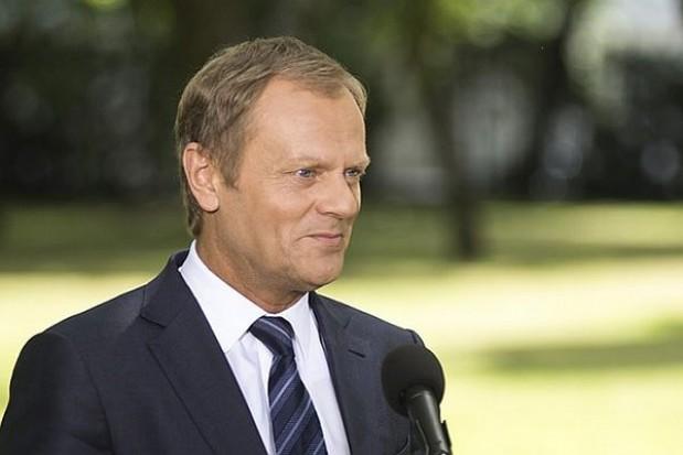 Tusk: Analizujemy możliwość zmian dla pracowników administracji