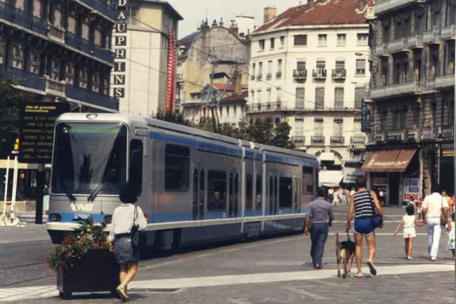 Kto najczęściej korzysta z transportu publicznego?