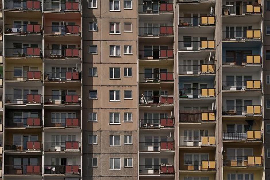 Mieszkań mniej, ale w większości województw przybywa pozwoleń
