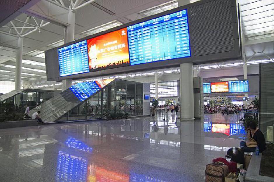 System informacji pasażerskiej na każdej stacji