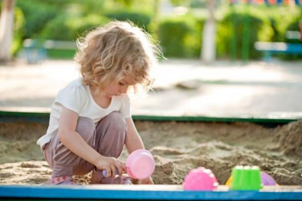 Zabawa w piaskownicy może skończyć się dla dziecka groźnym zakażeniem