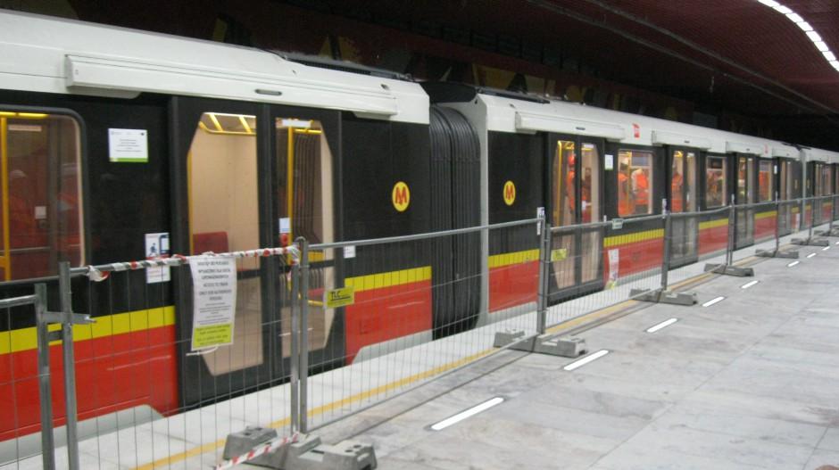 Druga linia metra już jedzie. Oto zdjęcia