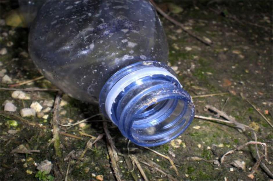Zamiast pójść do recyklingu odpady lądują w jeziorach i rzekach