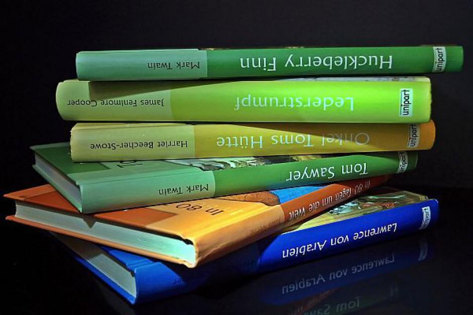 Wydawnictwa zyskały na darmowym podręczniku?
