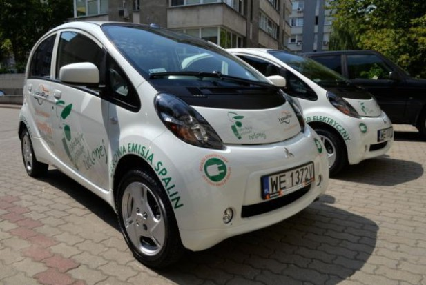 Warszawscy urzędnicy wsiadają do eko-aut