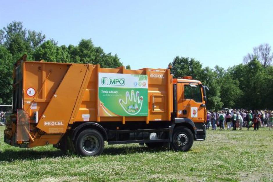 MPO Warszawa do połowy sierpnia dostarczy brakujące pojemniki na śmieci