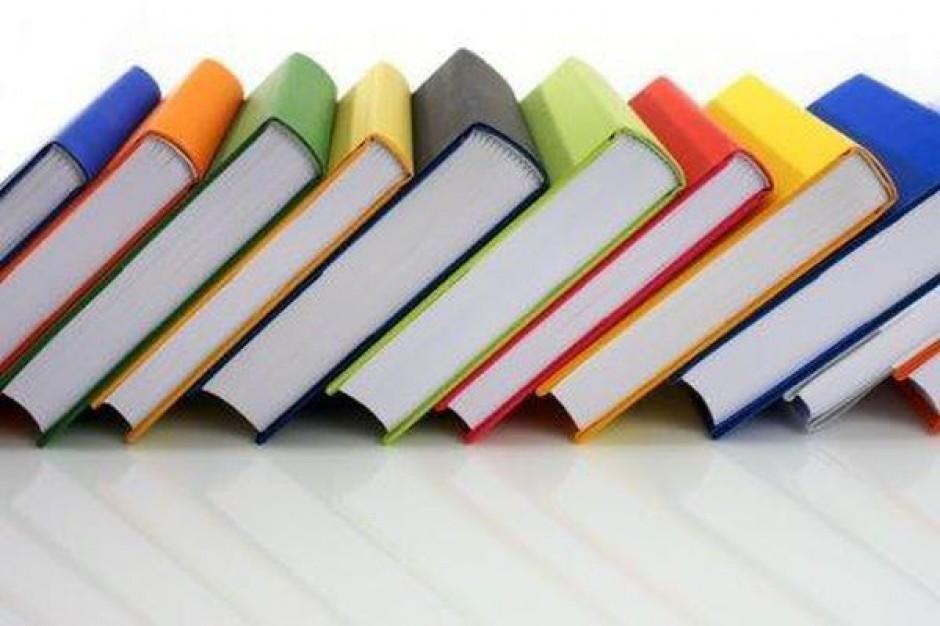 MEN dołoży 156 mln na zakupy podręczników