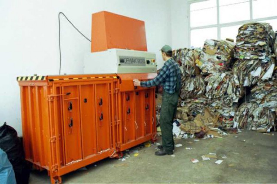 Odbiór śmieci raz na trzy miesiące? Pewne standardy trzeba narzucić