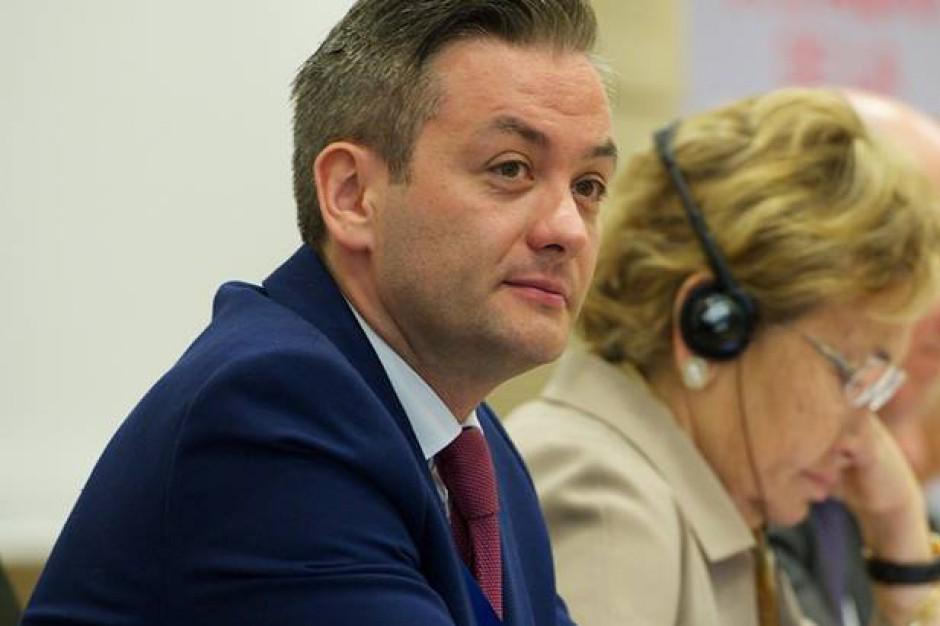 Słupsk. Radni przeciw prezydentowi Robertowi Biedroniowi ws. programu edukacji seksualnej