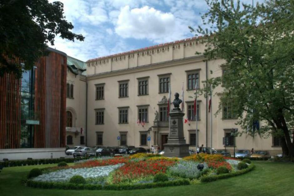 Krakowski urząd stawia na  internet