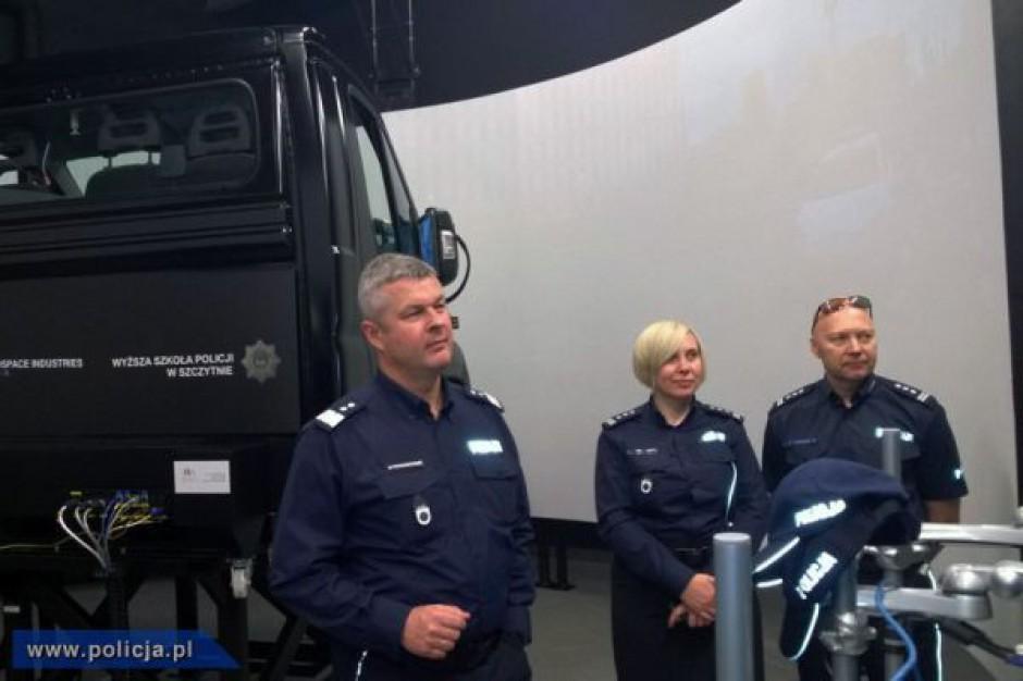 Policja ma pierwszą w kraju salę z symulatorami jazdy radiowozami