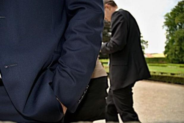 Urzędnicy wysokiego szczebla zarabiają za dużo w stosunku do Kowalskiego