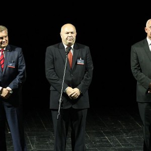 Na scenie: Tadeusz Truskolaski - Prezydent Białegostoku, Witold Karczewski - Prezes Izby Przemysłowo-Handlowej w Białymstoku oraz Jarosław Dworzański - Marszałek Województwa Podlaskiego