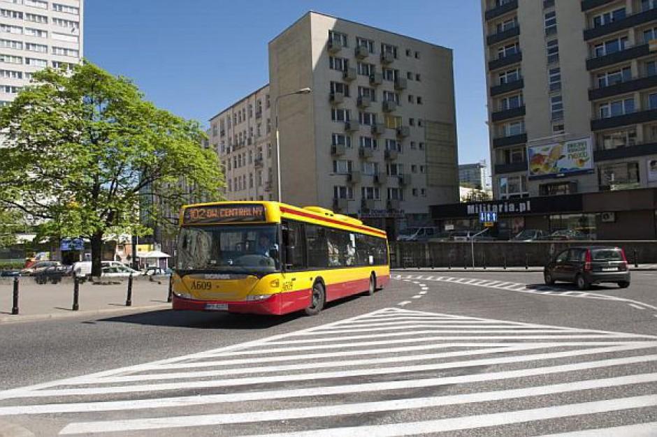 Komunikacja miejska i część parkingów w Warszawie za darmo