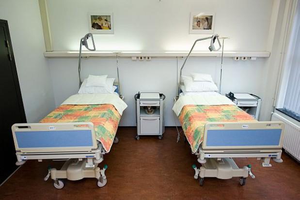Zadłużony szpital chce oszczędzać, a burmistrz zarabiać
