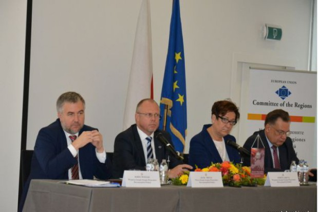 Bruksela mówi - koleje, regiony ciągle wolą drogi