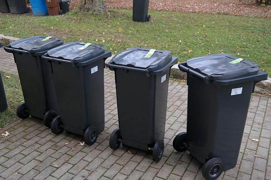 Samorządowcy przeciw górnej granicy opłat za śmieci