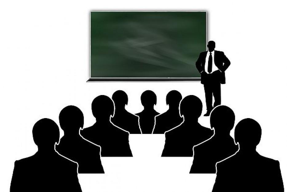 Nie tylko gminy są zobligowane do wypłaty nagród nauczycielom