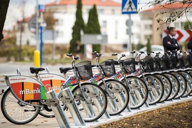Przybywa dróg i wypożyczalni rowerów w Warszawie