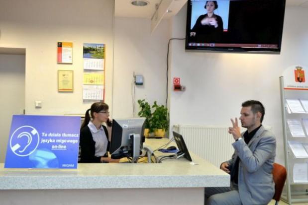 Stołeczne urzędy z usługą tłumacza migowego on-line