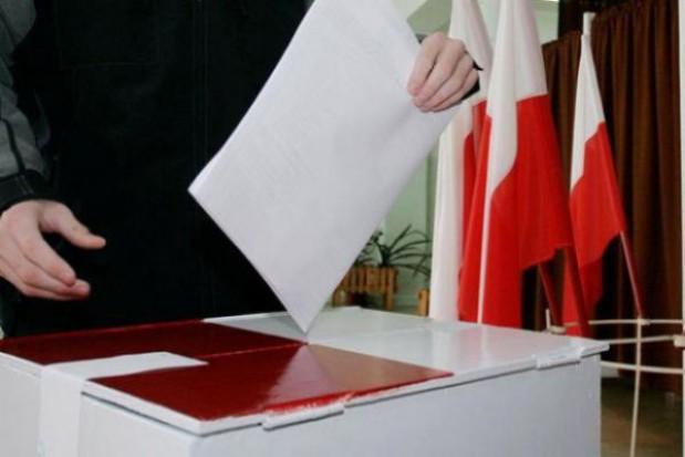 Poznań: konferencja prasowa przed szpitalem, czyli idą wybory