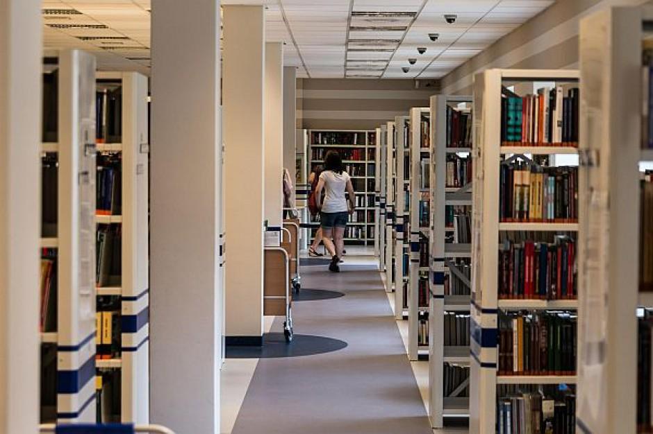 MEN, Joanna Kluzik-Rostkowska: Biblioteki dostaną pieniądze na wyposażenie