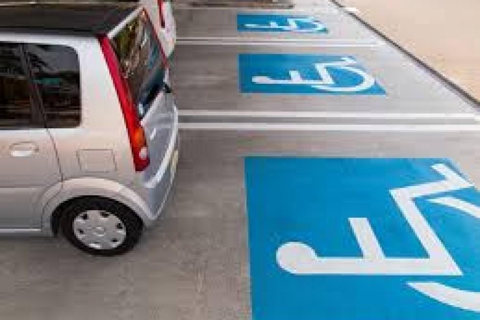 Nowela wchodzi w życie - stare karty parkingowe ważne do połowy 2015 r.